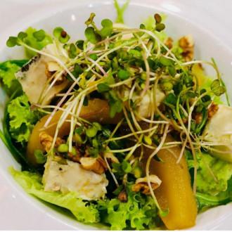 Салат груша з горгондзолою