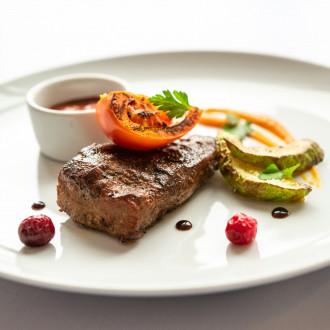 Телятина Амстронг з овочами та соусом BBQ